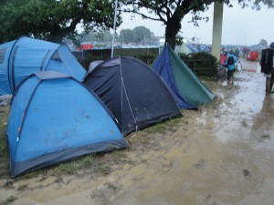 Isle_of_Wight_Festival_2011_campsite_during_bad_weather_2