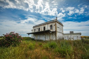 abandoned-building-2347377_1280