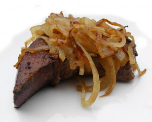 744px-Pig's_liver_with_sauteed_onion